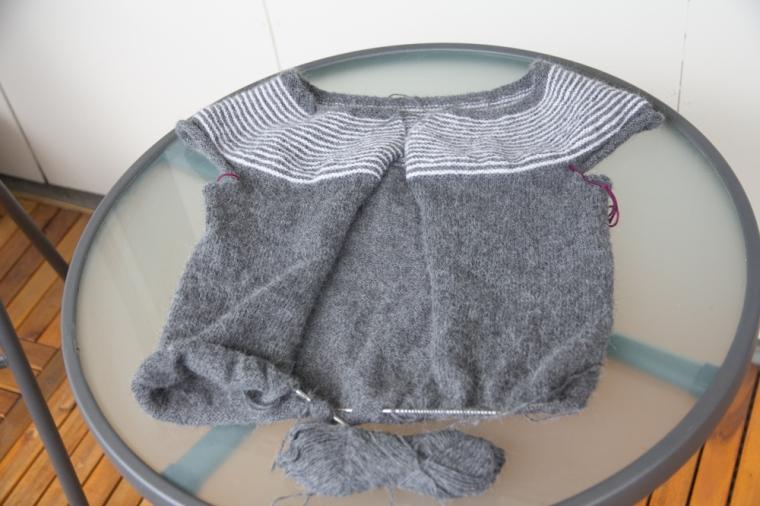 grå kofta (1 av 1)